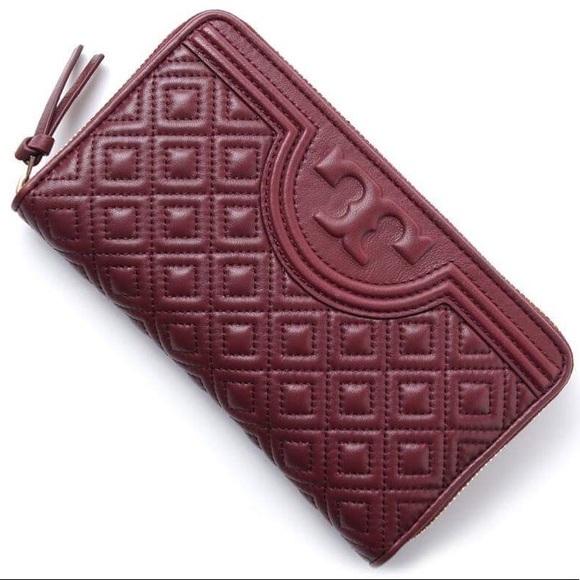 b41d4404b017 Tory burch Fleming zip continental wallet. M 5a699e32f9e5010874e220a2
